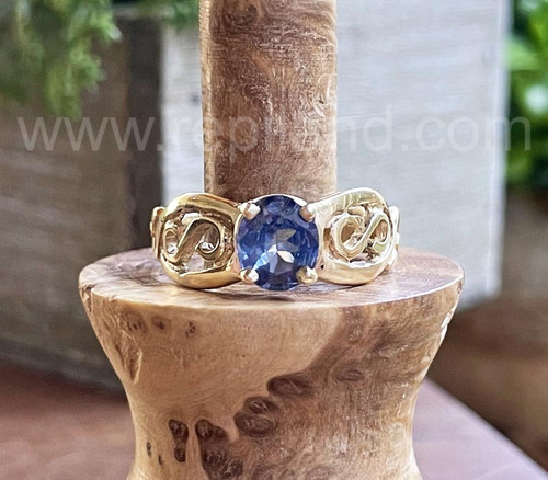 Bua Ring with 1.08ct Ceylon Sapphire