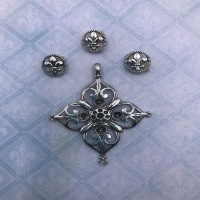 Blue Fern Studios - Charms - Eclectic Charm - Filigree Medal (696372)
