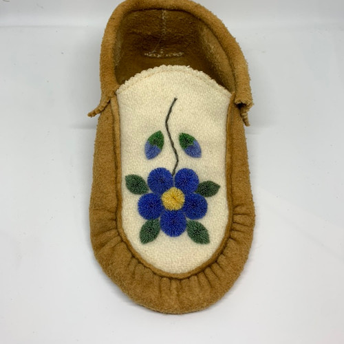 Ladies 8, tufted Moosehide Moccasins