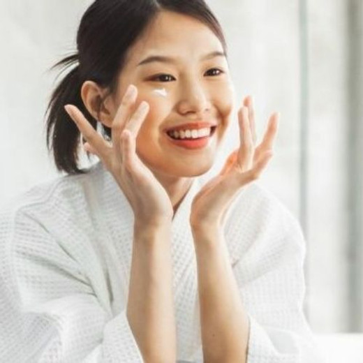 The Ultimate Guide: Taking Care of Your Skin in Your 20s