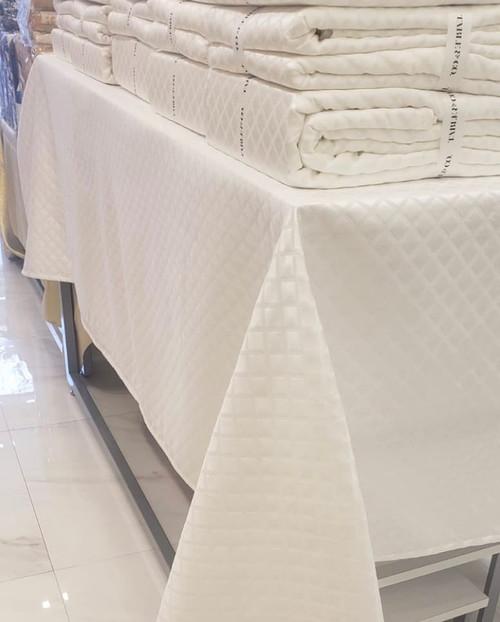WHITE DIAMOND TABLECLOTH