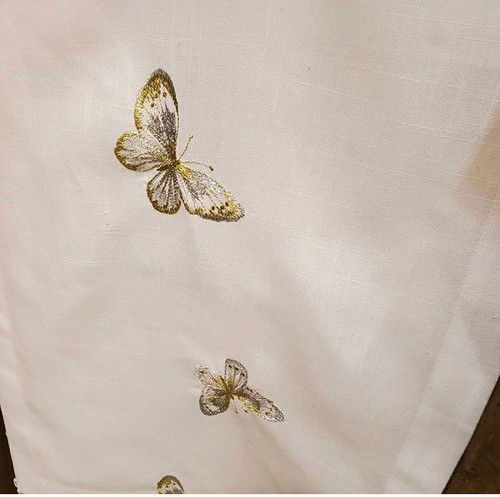 Sweet and Happy Tablecloth with Spill proof Technology Designed for dinette or dining table to host dinners and parties, enabling to get the mess cleaned with a wipe