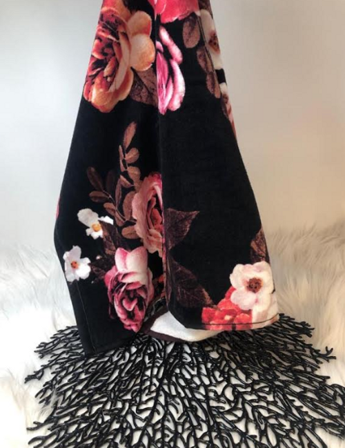 BLACK ROSES HAND TOWEL