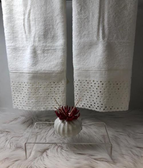 PRINCESS LACE HAND TOWEL