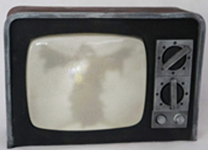 """BROKEN"" TV W CURRENT SOUND 31 x 21cm,  INCLUDES BATTERIES"