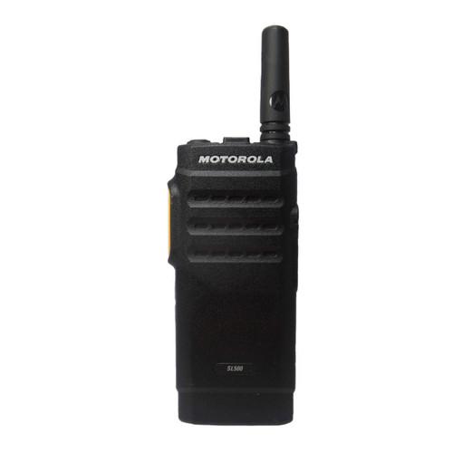 Radio Motorola SL500 (UHF) vista frontal con ícono de garantía de fábrica por 24 meses.