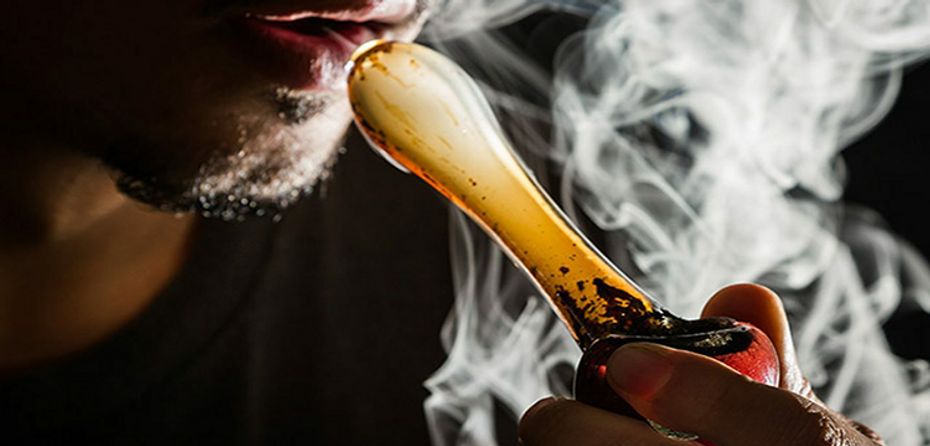 How to Clean a Glass Hand Pipe: For Dummies. (A Resource For The Rest Of Us.)