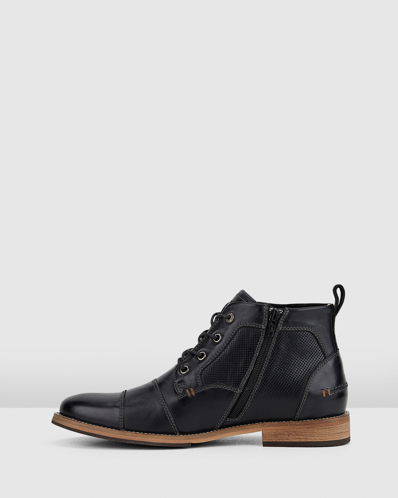 Hush Puppies  BOULDER Black