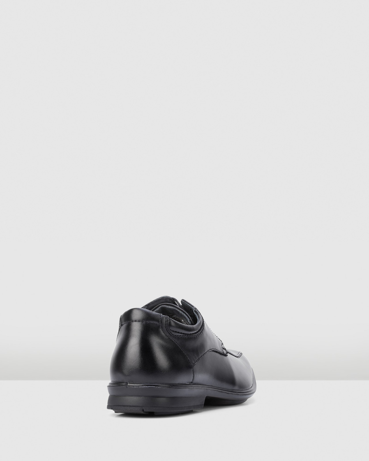 Hush Puppies  CAREY Black