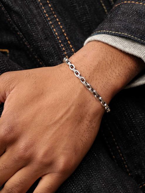 Good Art Sterling Silver Pequeño A Mano Bracelet