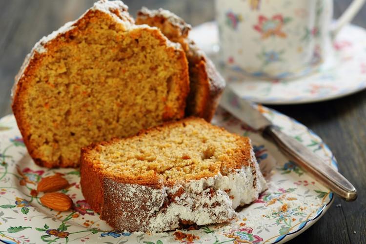 Spring almond and orange cake