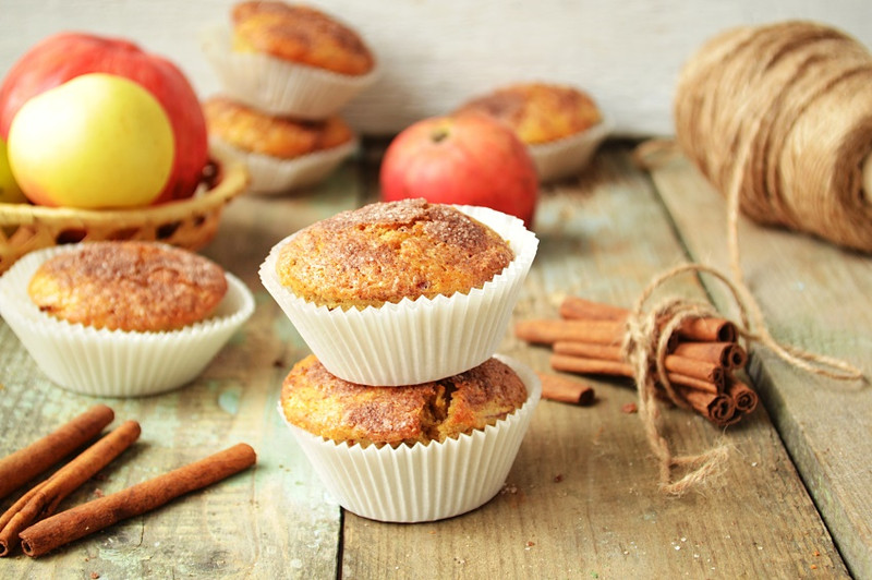Apple and walnut muffins (and my first recipe)