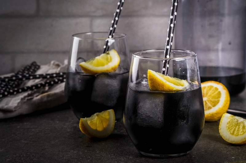 Activated charcoal lemonade - detox & invigorate