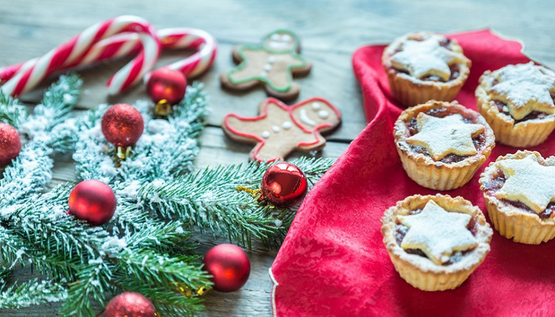 Vegan pear and cranberry mince pies
