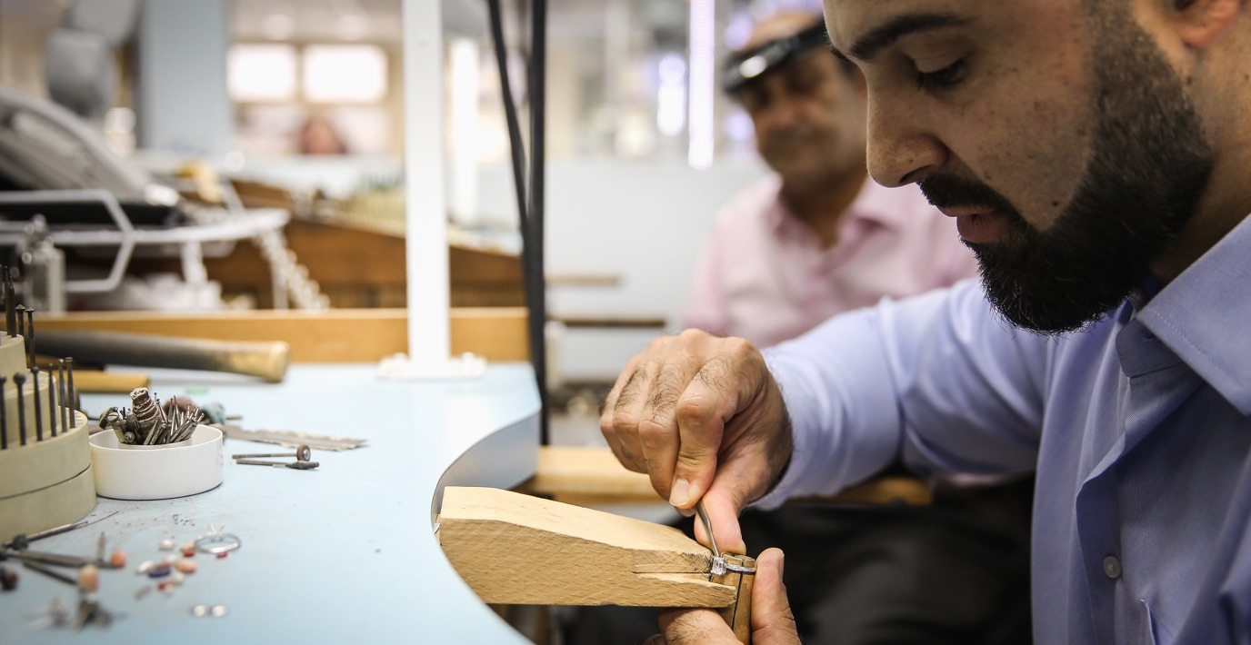 a jewelry crefstman making a diamond ring