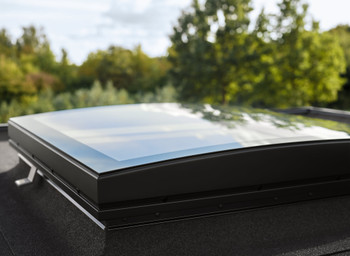 VELUX 47 1/4 x 47 1/4 Flat Roof Skylight and CurveTech Top Cover CFP 120120 1093