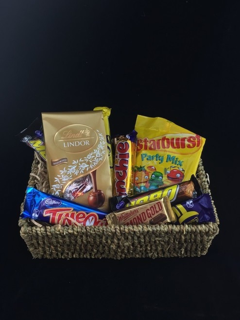 This gift basket is a nice wee treat. Included in this basket are 7 assorted chocolate bars, starburst lollies A bag of Lindt chocolates 125g.