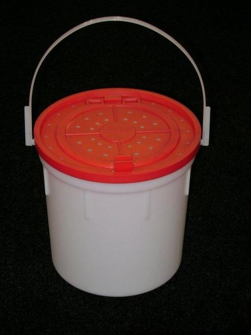 Challenge 4qt Plastic Minnow Bucket