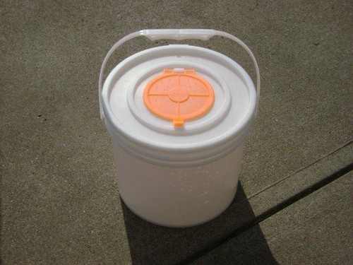 Challenge 3 1/2 Gal Bucket with Lid
