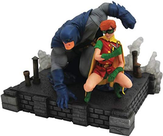 DIAMOND SELECT TOYS DC Gallery: The Dark Knight Returns Batman & Robin Deluxe PVC Figure Diorama, Multicolor