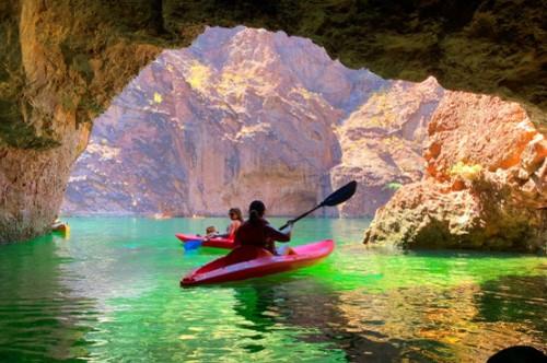 カヤックで行く緑の洞窟探検とグランドキャニオンウェストリム1日観光