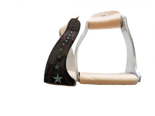 Showman ® Lightweight twisted angled aluminum stirrups with barbwire star design.