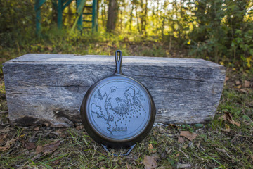 "12"" Bear Wildlife Stamped Cast Iron Skillet"
