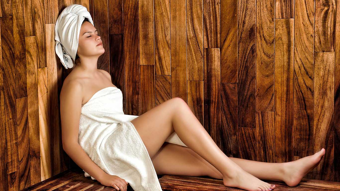 Avoid hot showers with lash extensions