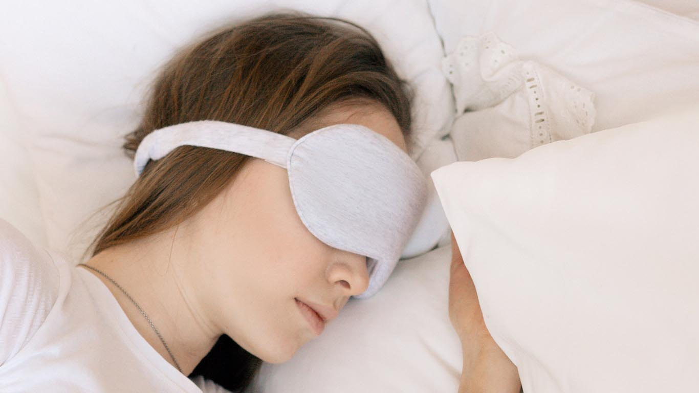when you sleep use eye-mask