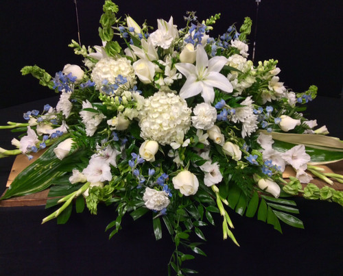1/2 couch casket spray in blues and whites