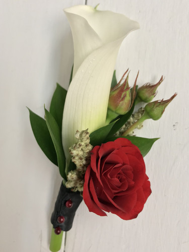 Mini Calla and sweetheart Boutonnière with buds