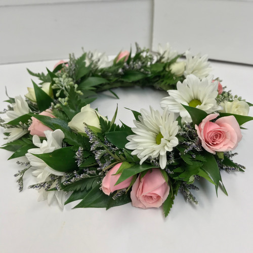 Fresh Head Wreath with Sweetheart Roses, Daisies, and Limonium