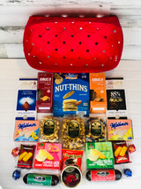 That a closer look at all the tasty gourmet foods that are in this gift basket.