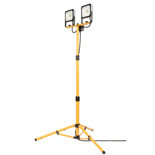 Portable rugged design tripod work light. Durable diecast aluminium light sources with steel tripod/stand. Energy saving SMD LED. Super bright 2 x 20W/1800lm light sources. Convenient head tilt. Swivel tripod for maximum light coverage. 1.6m telescopic tripod. IP54 Weather-resistant rated. 3m Power Cord and 3-Pin plug. Weight: 4.76kg.