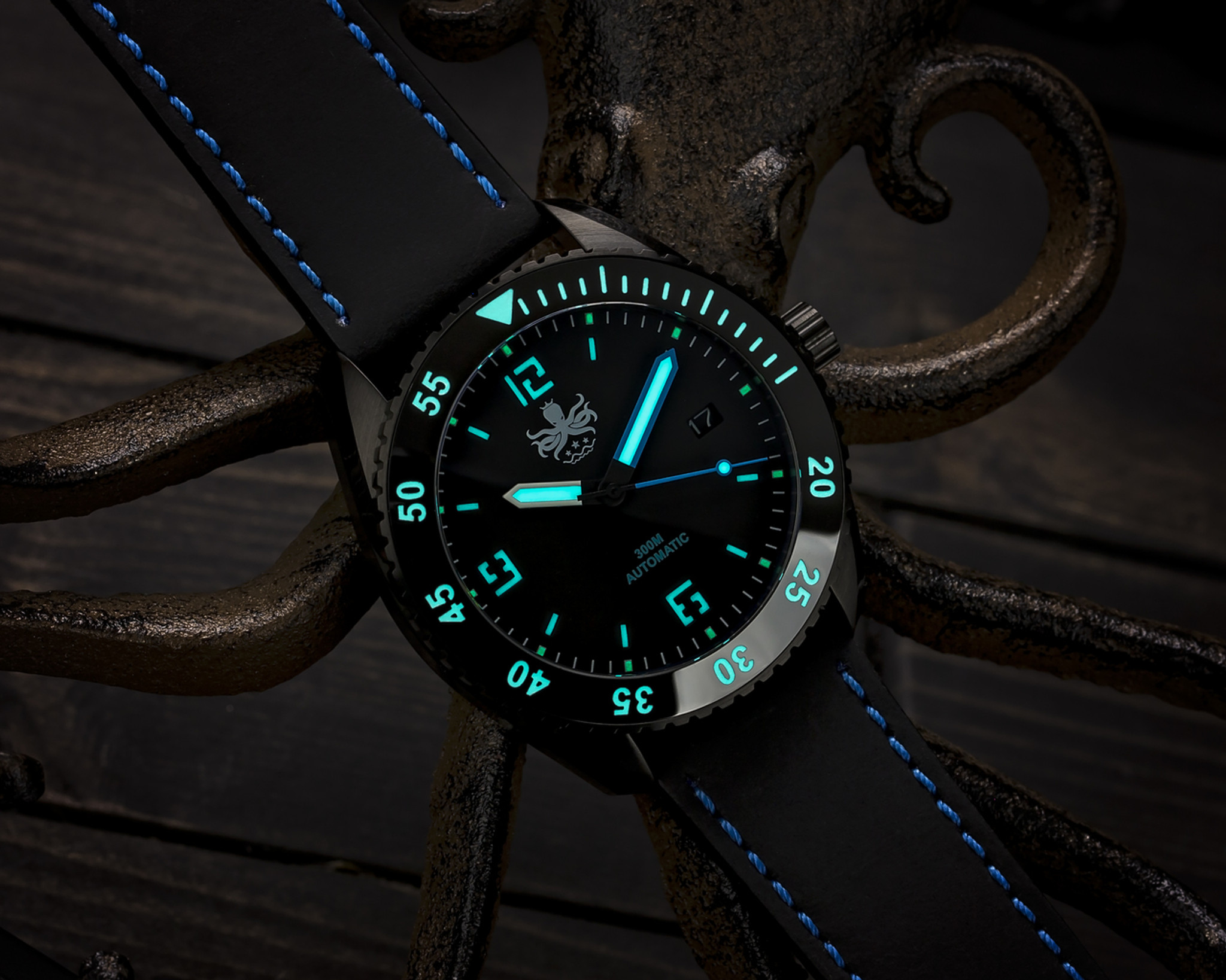 730fc17b86b PHOIBOS REEF MASTER PY015B DLC 300M Automatic Diver Watch Blue