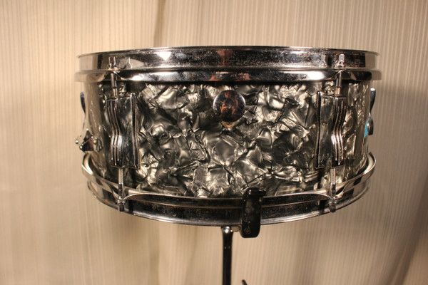1969 Ludwig Black Diamond Pearl Snare (Early Blue and Olive Badge)