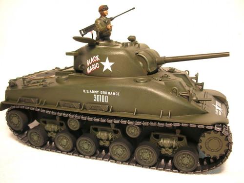 """Revell M4 Sherman Tank """"Black Magic"""" Plastic Model Kit 1/35 Scale 85-7864"""