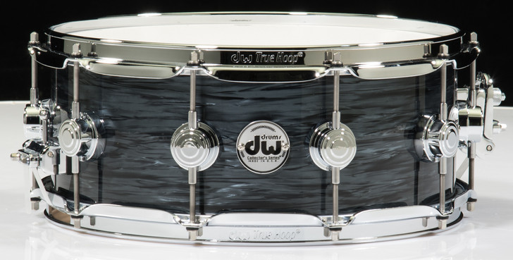 """DW Collector's 5.5"""" x 14"""" Snare Drum - Grey Oyster"""
