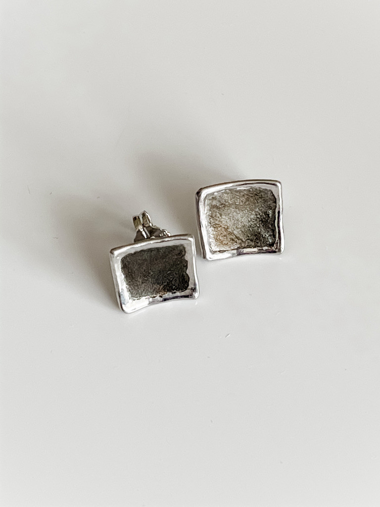 FINE SILVER EARRING WITH RHODIUM PLATING
