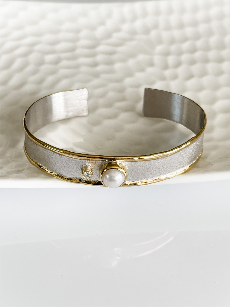 FINE SILVER AND 24K BRACELET WITH DIAMOND AND PEARL
