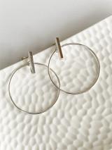 CIRCLE ON CAST BAR EARRINGS