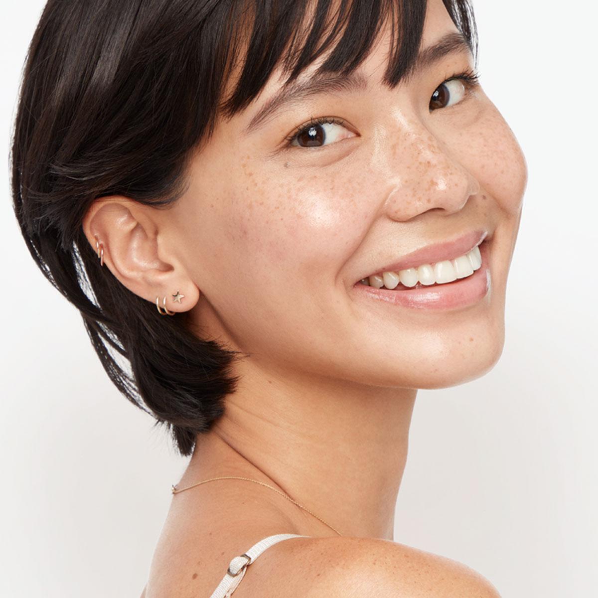 applying retinol on face img