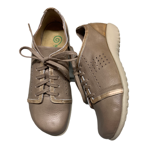 light fun walking shoe, Removable & replaceable insole for many great years of walking comfort.
