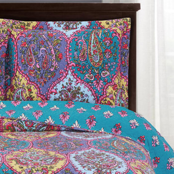 Viola quilted Coverlet/ Detailed Image