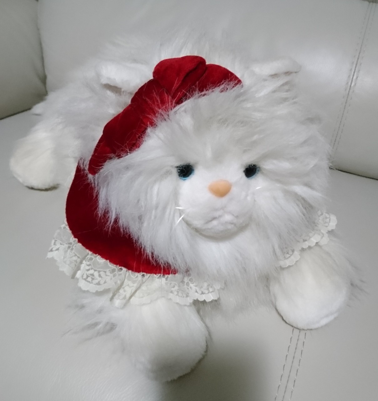 Vintage Cat Stuffed Animal White Persian Cat Blue Eyes Red Velvet Accents -  RARE 20