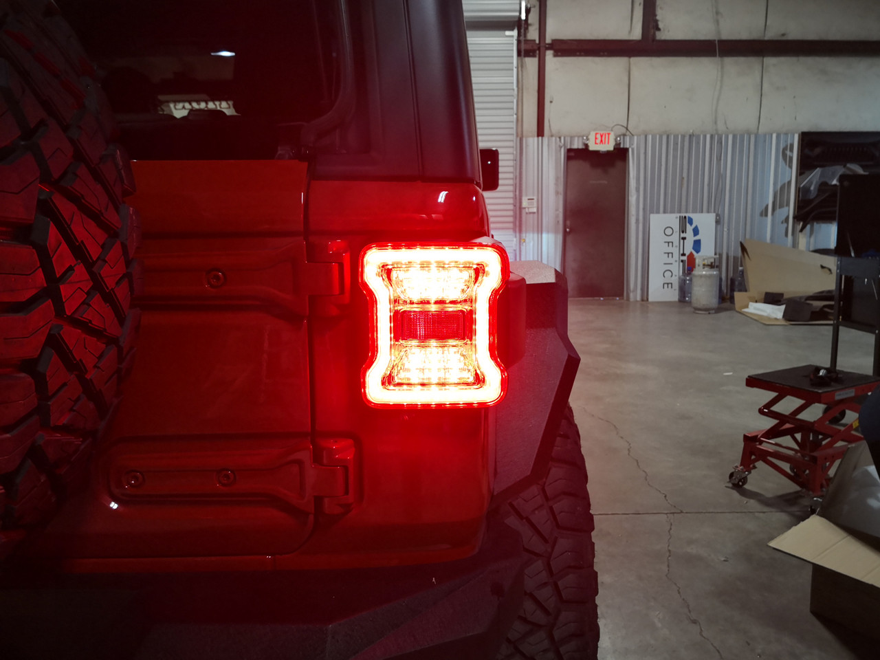 Clear LED tail lights for Jeep Wrangler JL 2018, 2019 +