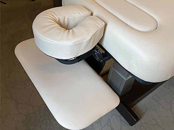 Oakworks Massage Table Boiance Shelf being used as an arm rest with the Boiance Face Cushion and QuickLock Platform