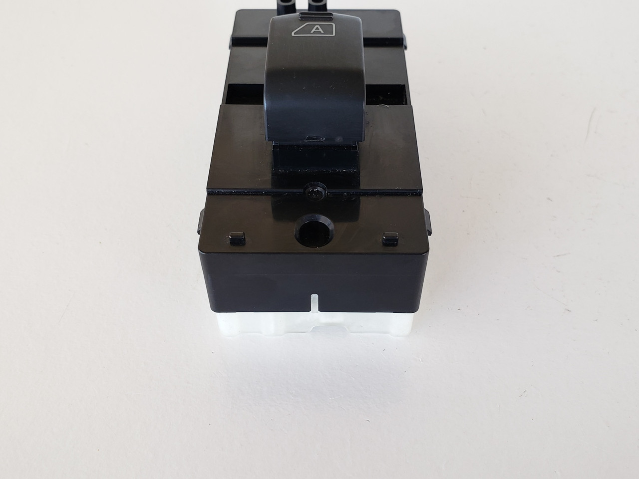 06-07 Infiniti M35 M45 25431 EH100 Left / Right Rear Passenger Window Switch OEM