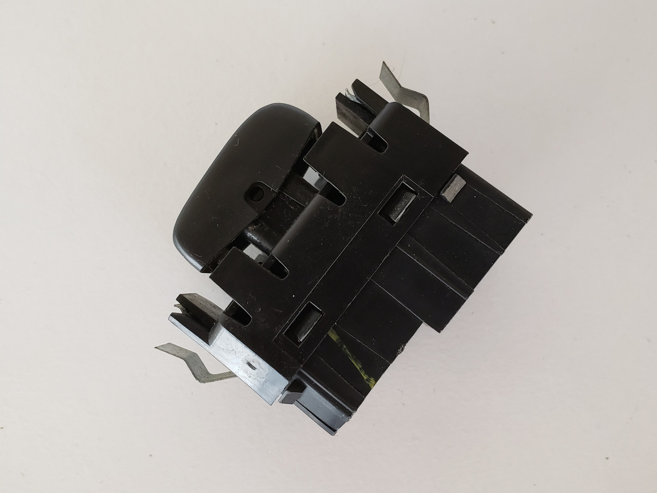 02-05 Chevy Trailblazer 15095181 Left / Right Rear Passenger Window Switch OEM