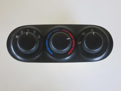 00 01 02 03 Mazda MPV Rear Climate Control Panel Temperature Unit A/C Heater